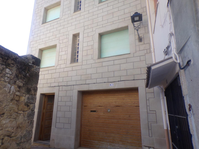 House  Calle vila closa ., 28. Casa centrica en zona historica . consta de 3 plantas, con gara