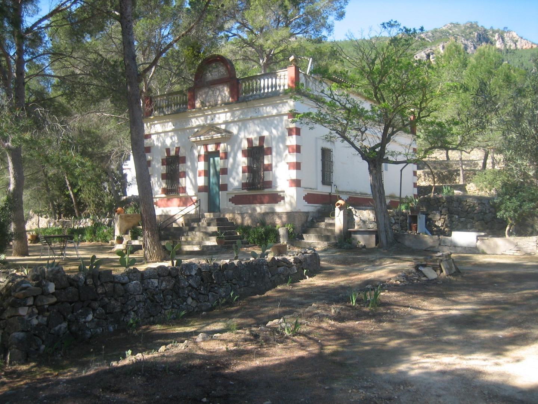Maison  Ribera d'ebre - miravet. Masias situadas en finca de 32 has, lindando con el rio ebro .