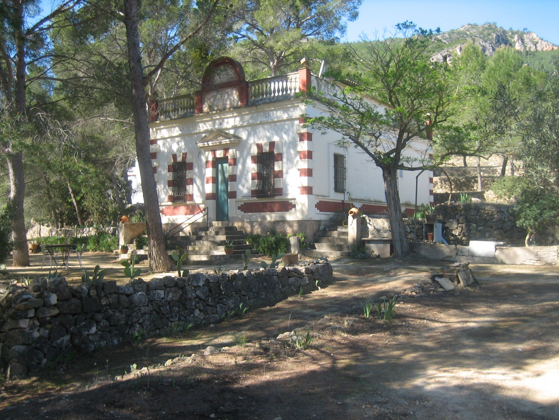 Casa  Ribera d'ebre - miravet. Masias situadas en finca de 32 has, lindando con el rio ebro .
