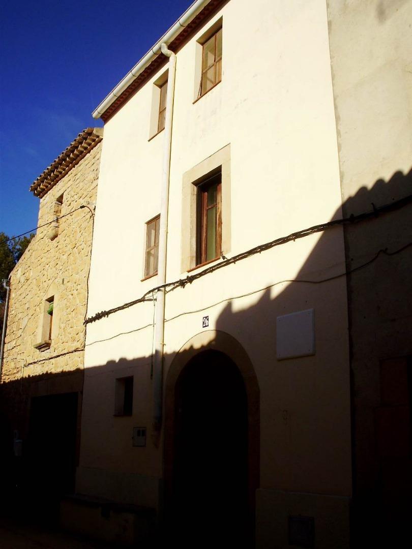 Lloguer Casa  Calle portalet. Amplia casa de pueblo, con 4 habitaciones, 1 baño, cocina office