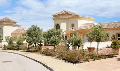 Plazas de garaje de alquiler con piscina en España