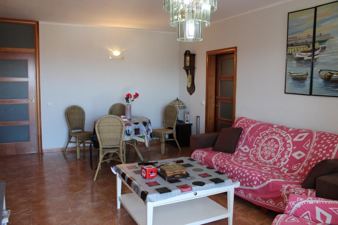 Piso  Calella, zona de - pineda de mar. Gran piso con 4 dormitorios y grandes vistas con mucha luz.