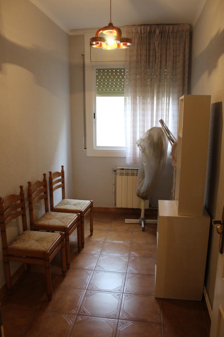 Piso  Carrer tarragona. 4 dormitorios calefacción segunda línea de mar