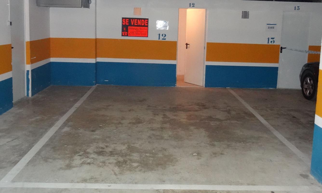 Parking coche  Calle francesc gual gabardos, 8. Plaza de parking grande y trastero nº 12 de 25 m2 (18  y 7 m2),