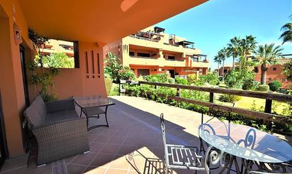 Viviendas y casas de alquiler con terraza en Estepona