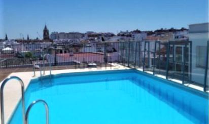 Pisos de alquiler con piscina en Jardines de Rafael Montesinos, Sevilla