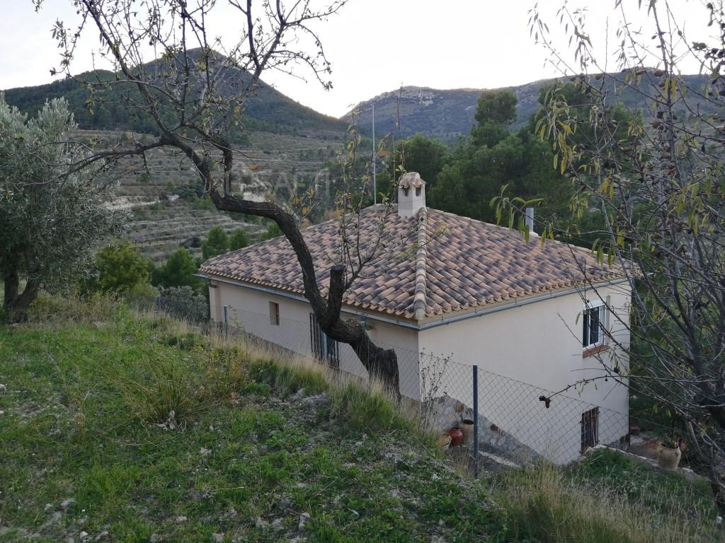 Casa  Benifallim, benifallim, alicante, españa. Chalet de montaña en construcción en la provincia de alicante