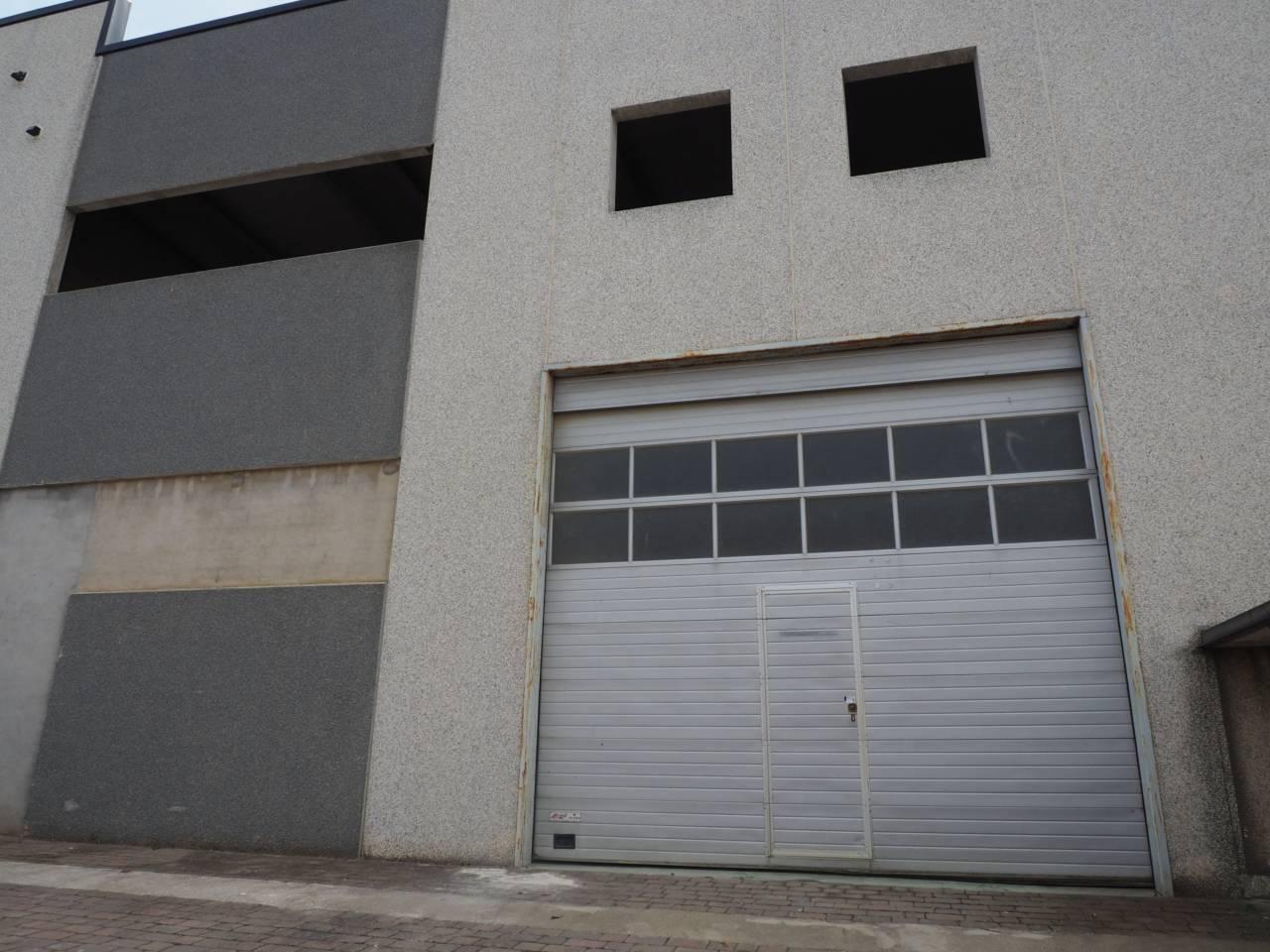 Nave industrial  Calle ponent, 8. Producto bancario: nave industrial de 504 m² distribuidos en dos