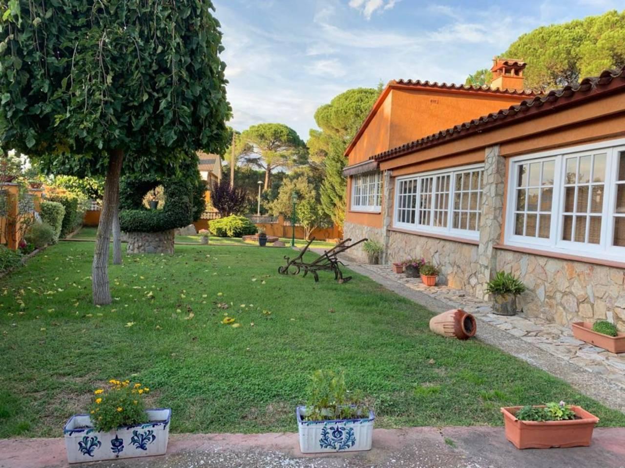 Casa  La canyera. Fantástico chalet situado en la urbanización mont-rei de llagost