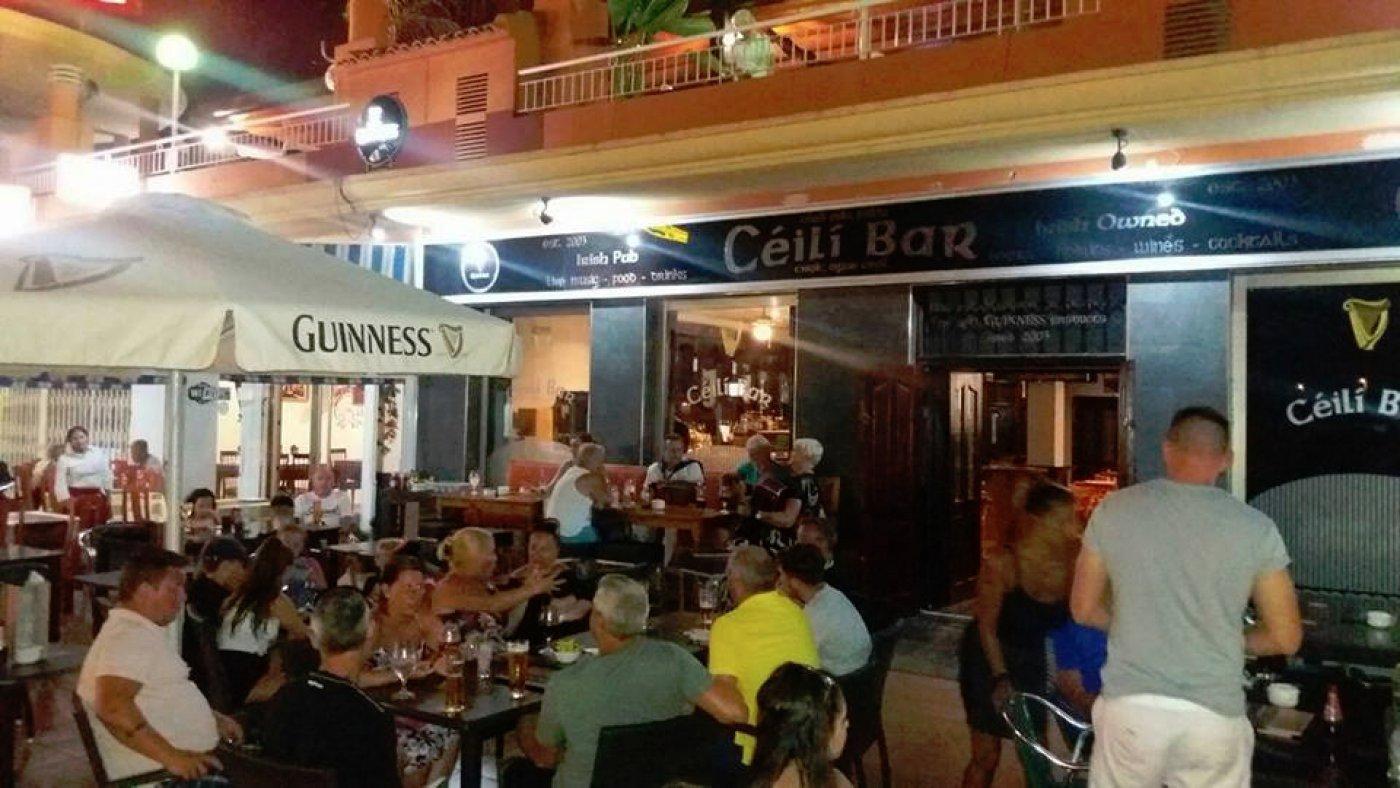 Traspàs Local Comercial  Orihuela costa ,playa flamenca. Bar irlandés completamente equipado en venta en via park ii