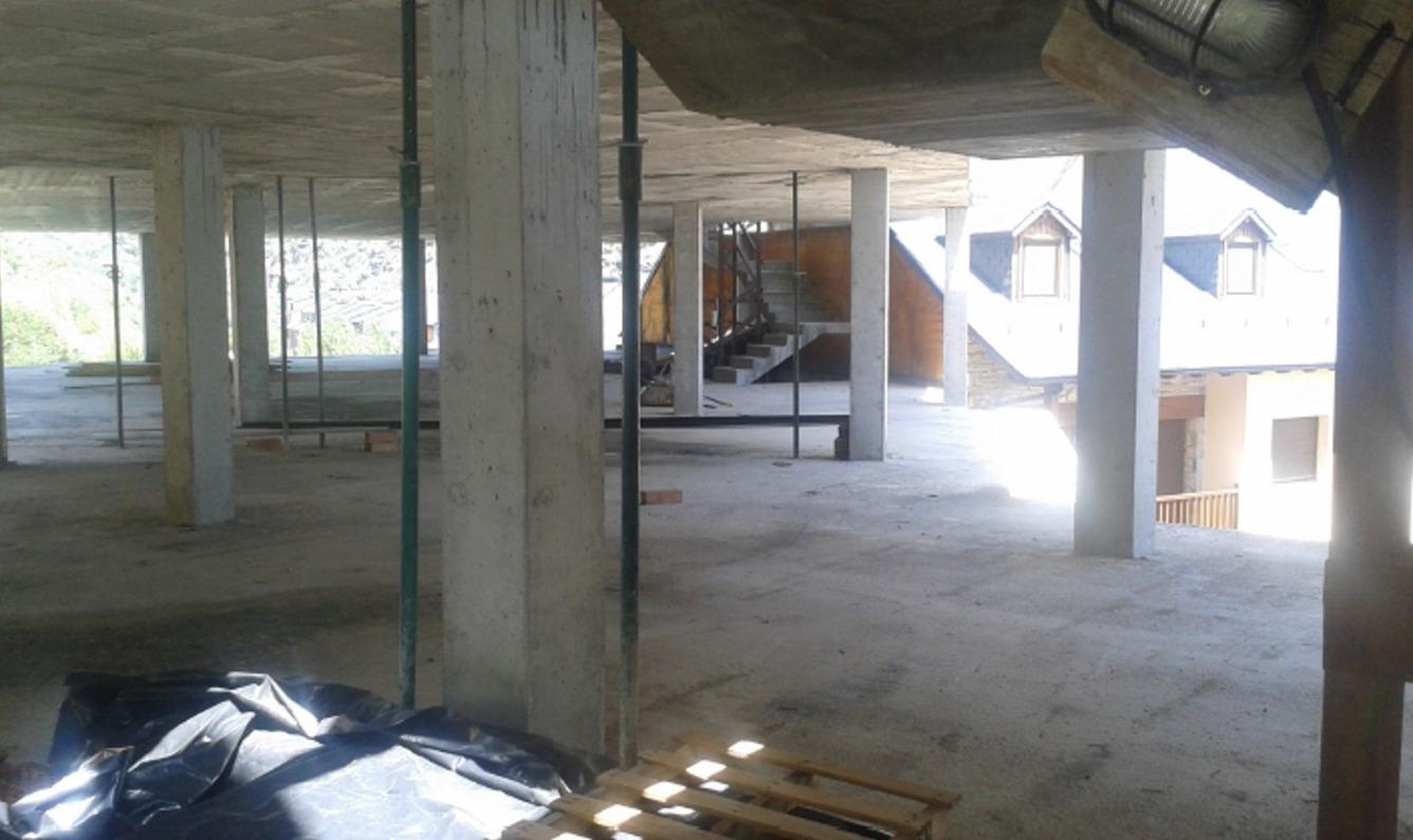 Edificio  Calle neroses , 4-6. Estructura en venta con proyecto, licencia de obras y grua monta