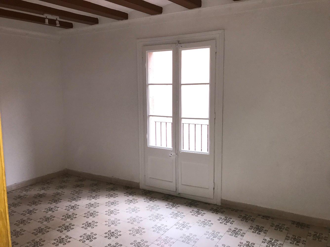 Lloguer Pis  Calle verdaguer i callis. Piso luminoso con tres habitaciones exteriores, de característic
