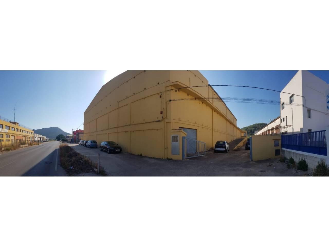 Nau industrial  Xàtiva. Ocasion¡¡¡¡¡¡ edificio de tres plantas en su parte delantera y d