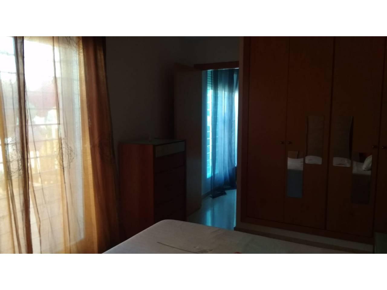 Location Appartement  Montserrat. Se alquila estupendo atico de 3 hab , 1 baño,cocina office, saló