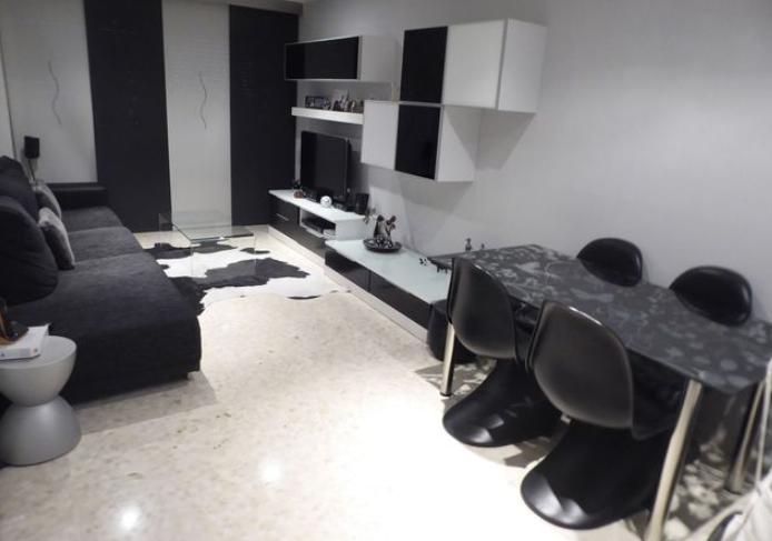 Alquiler Piso  Calle doctor marañón. Se alquila piso de 2 habitaciones dobles amueblado (principal de