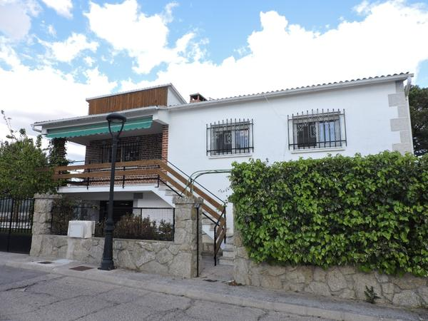 Chalets for rent to own Parking at España