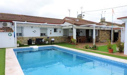Casa adosada en venta en El Álamo