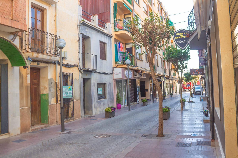 Edificio  Calle carrer la pau. Casa para reformar en el corazon de benicassim pueblo.  que be
