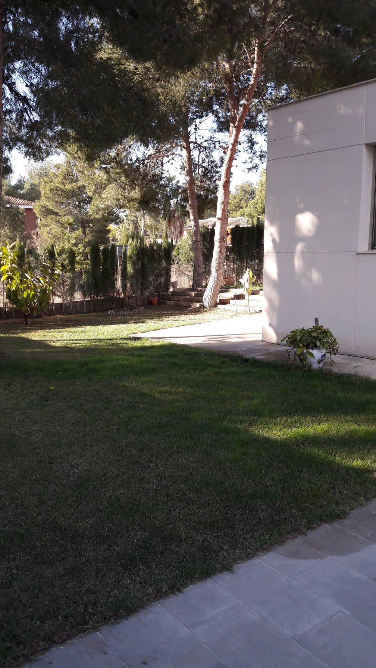 Casa  Serra ,torres de portacoelli. Chalet independiente en porta coeli