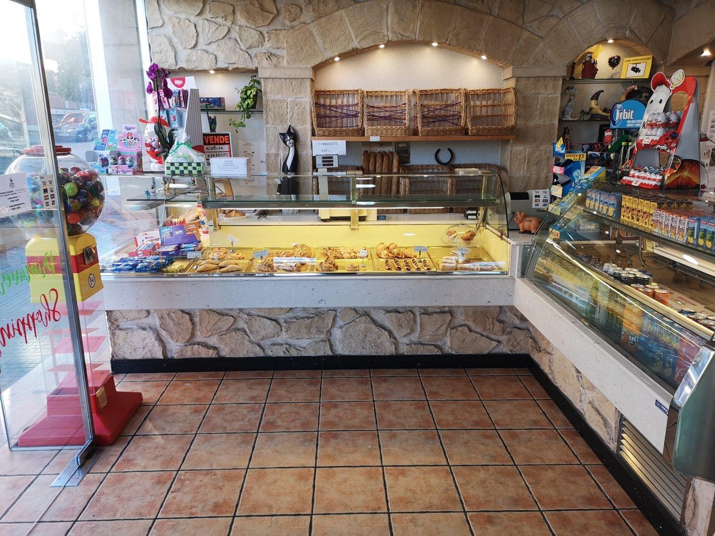 Business premise  Masquefa ,poble. Cafeteria panaderia en pleno funcionamiento