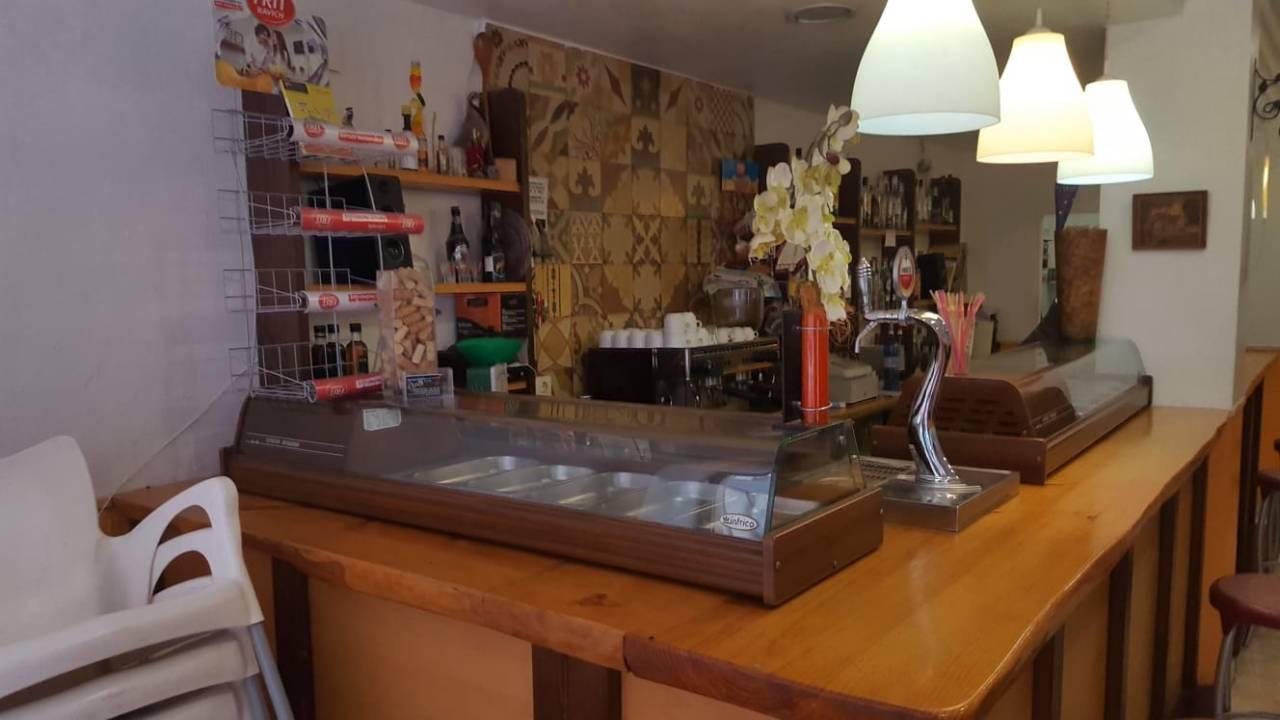 Lloguer Local Comercial a Campello Pueblo. Bar / cafeteria / restaurante salida de humo, licencias al día,