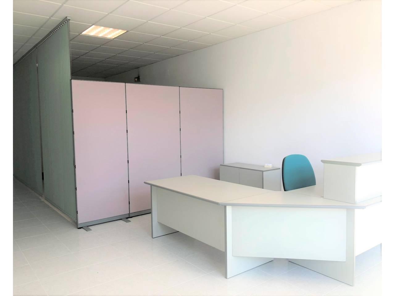 Lloguer Oficina  Calle francolí. Superficie total 200 m², oficina superficie útil 200 m², 1 aseo,