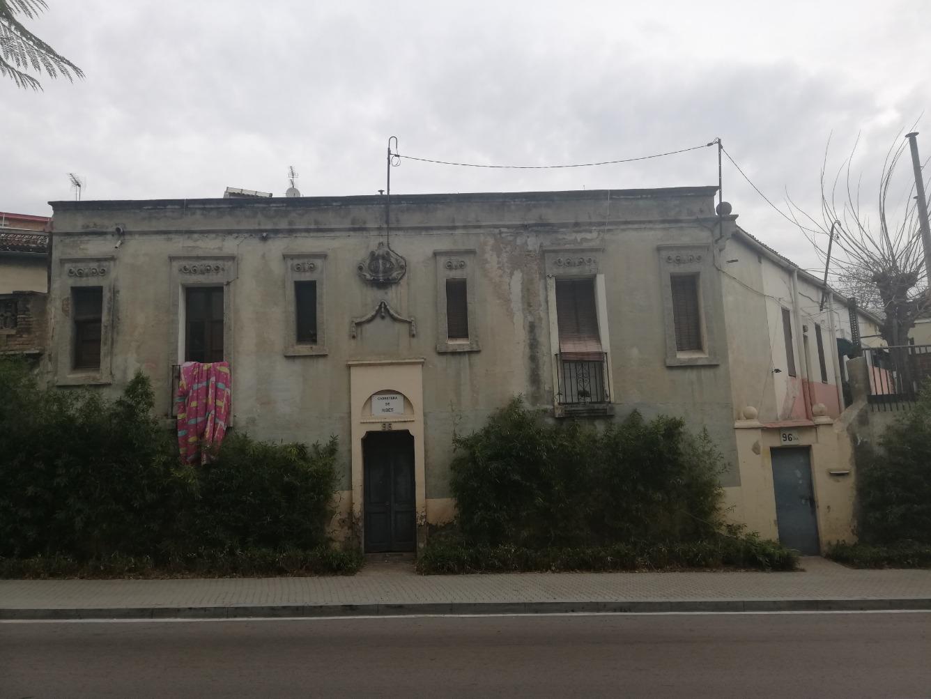Edificio  Carretera ribes, 96. Casitas, tipo pueblo, en planta baja, en el barrio de sant andre