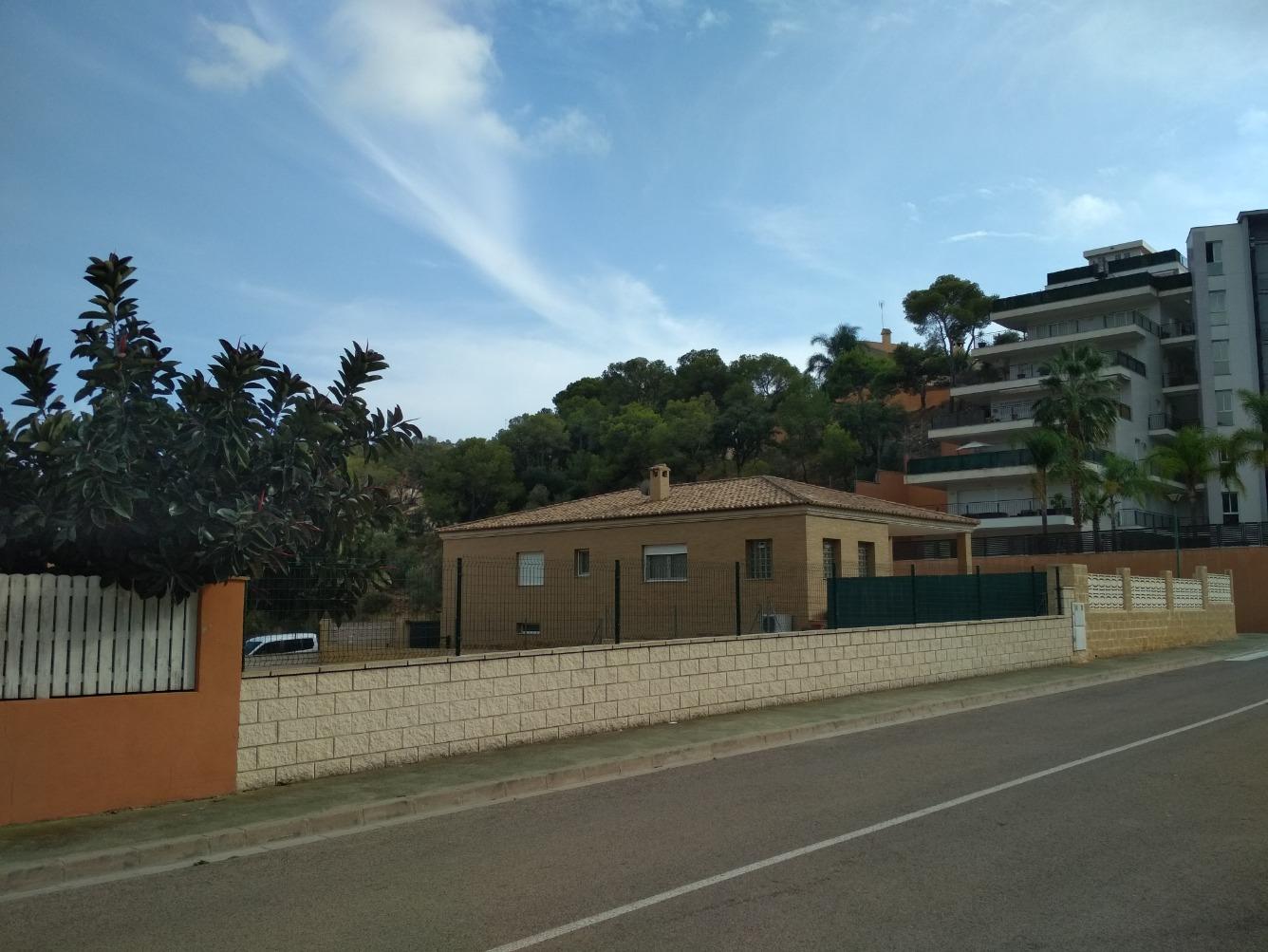 Solar urbà  Calle font del berro, 5. Parcela urbanizada en la mejor zona de Serra.