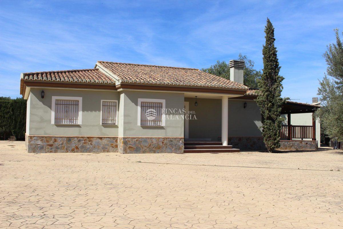 Lloguer Casa  Camino mas de valero, s/n. Chalet en alquiler en segorbe, 4 dormitorios.