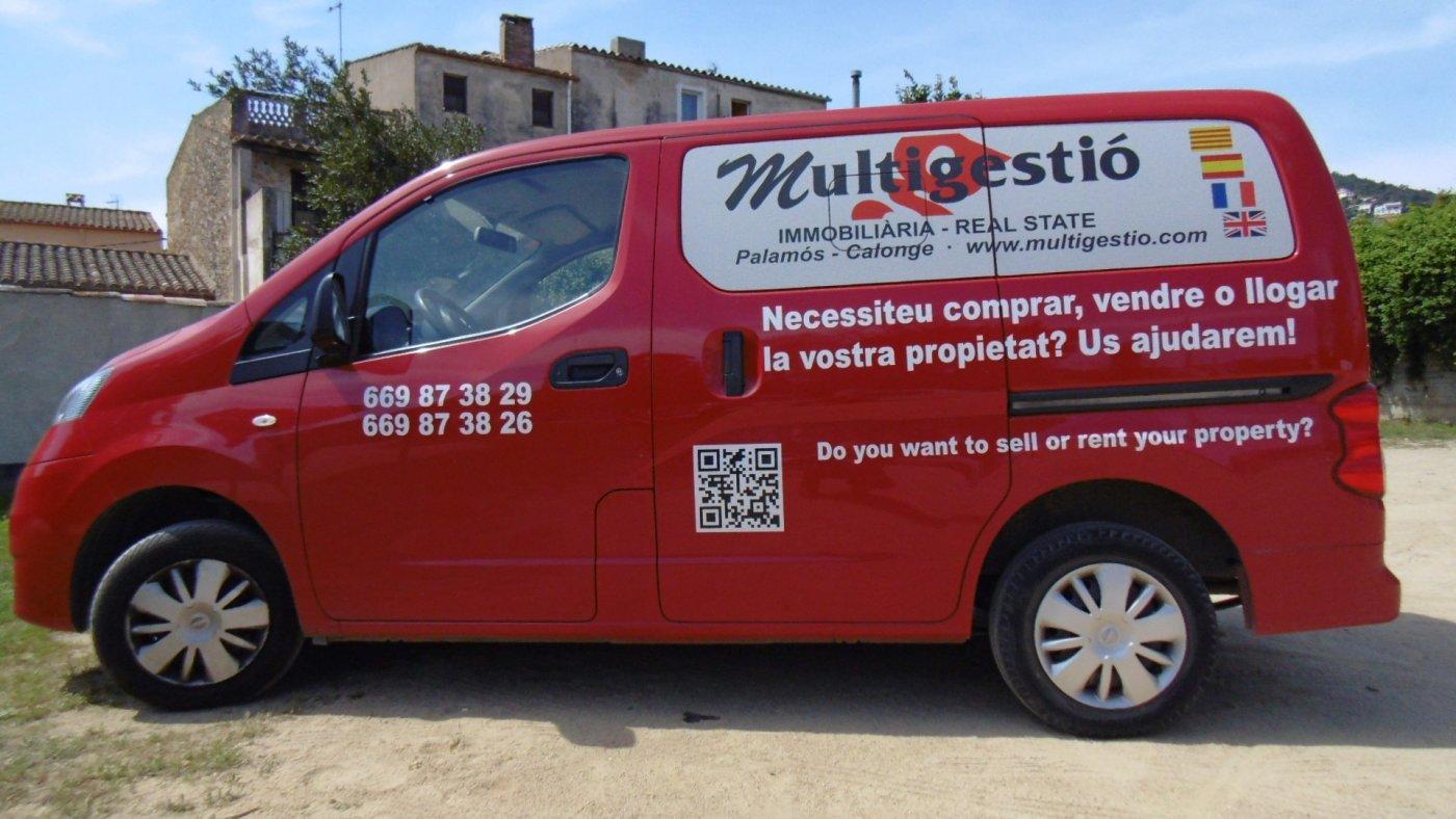 Affitto Posto auto  Palamós ,av. catalunya. Palamós:  parking en alquiler, 65 euritos al mes, entrada comoda