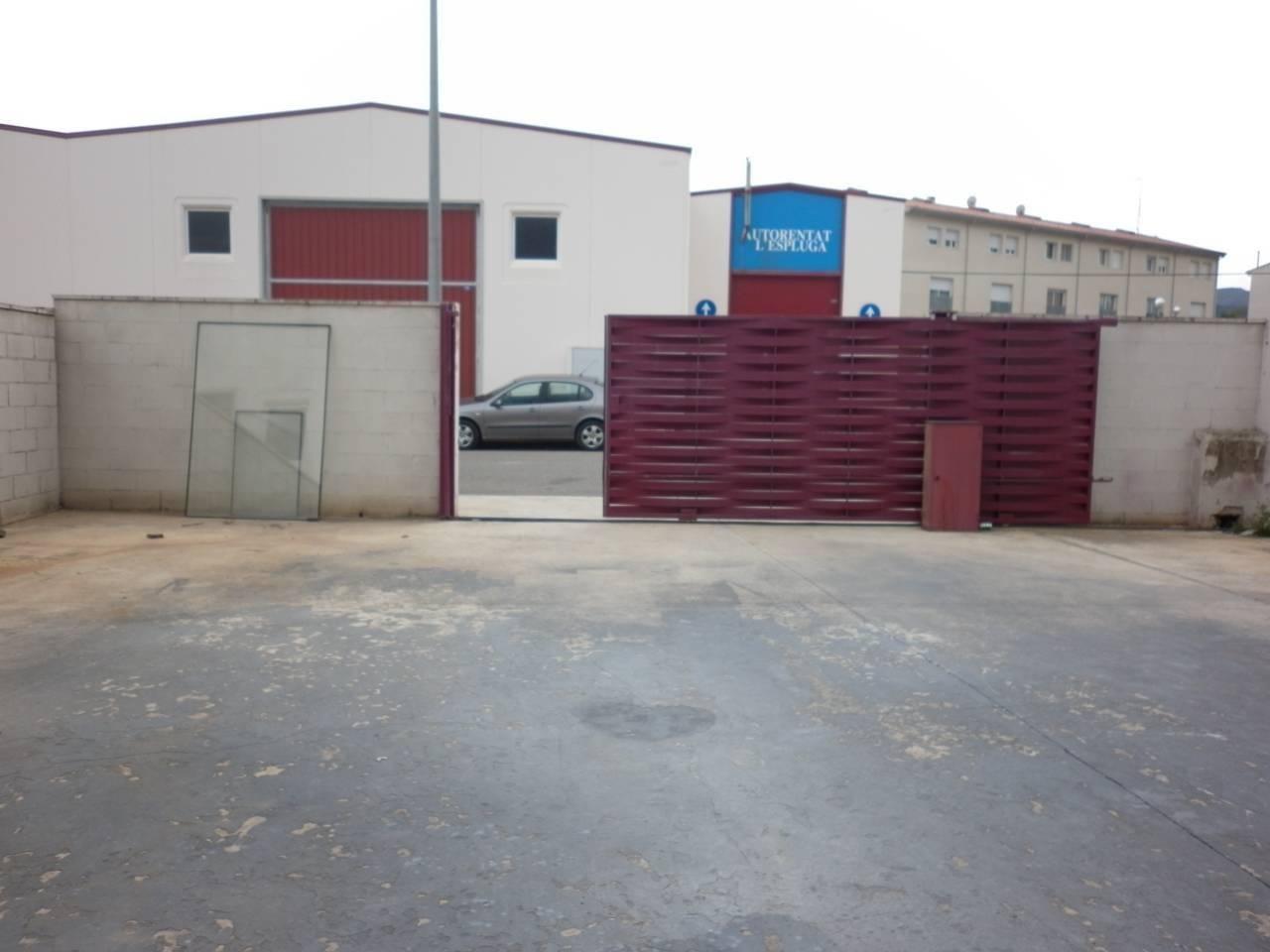 Nave industrial  Calle bovila francolina es: 1 pl:00. Superf. 472 m², 333 m² solar, patio de 140m2 cerrado, grua, aisl