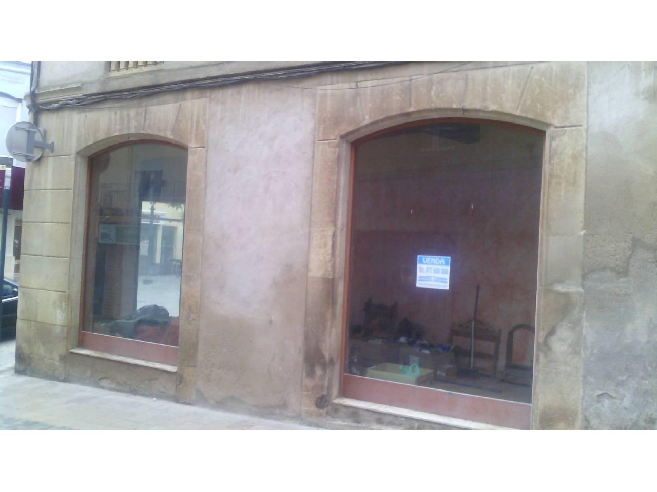 Local Comercial  Calle abadia. Superf. 60 m²,  1 aseo, calefacción, agua, luz, aire acondiciona