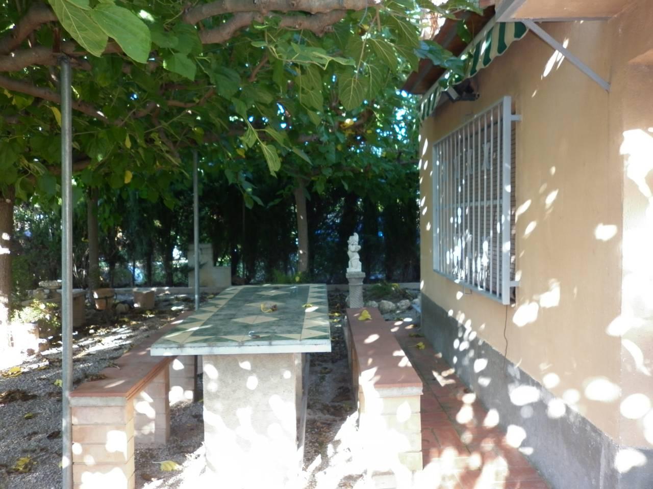 Solar urbano en Valls. 40 m²,  1000 m² solar, cultivable, arbolado, edificaciones, acc