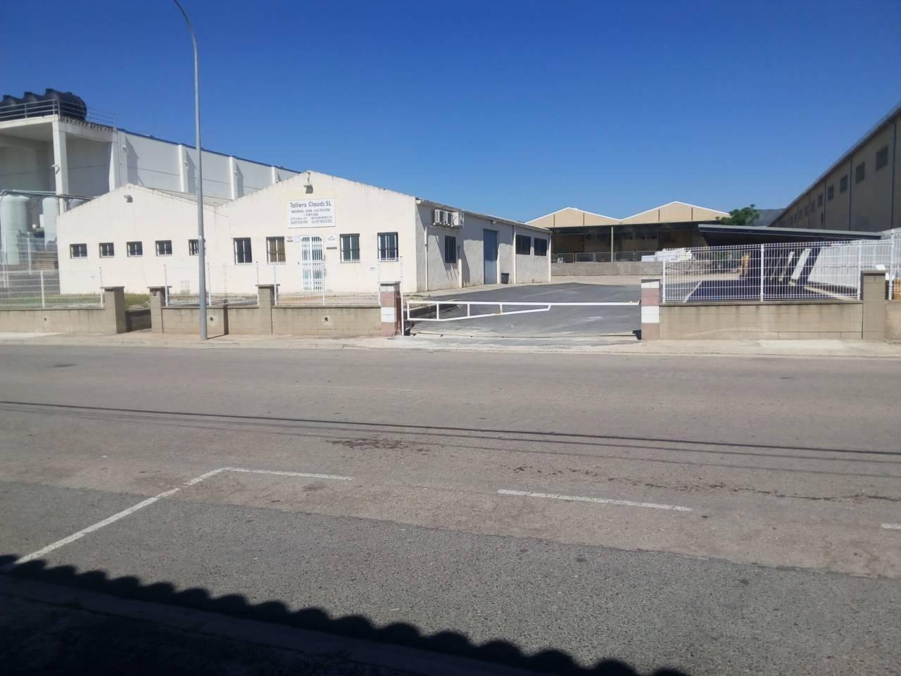 Capannone industriale  Calle artesans. 3.216 m2 de terreno, 500 m2 de nave de los cuales 400 m2 son de