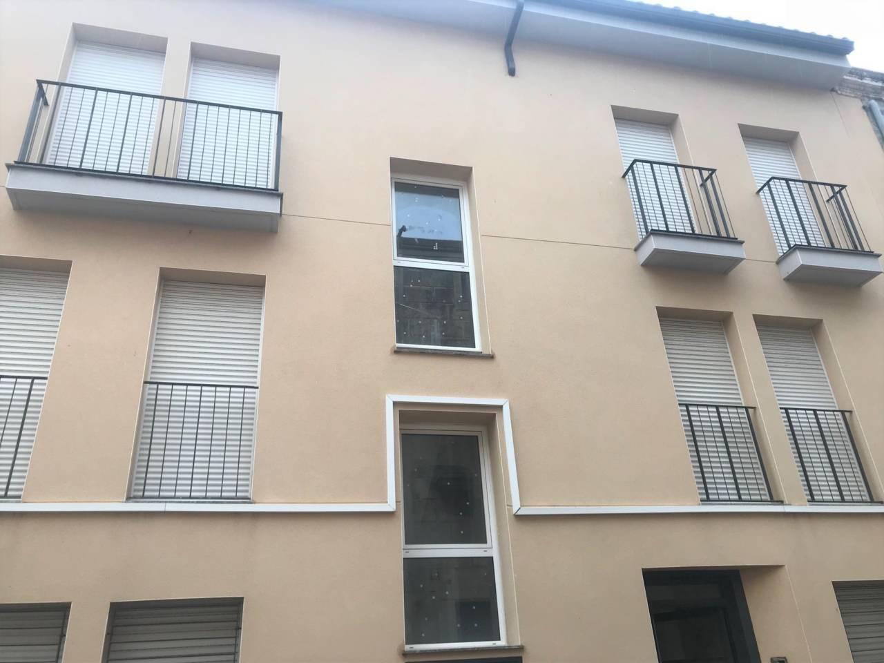 Piso  Calle major. Superf. 107 m²,  3 habitaciones,  1 baño, terraza, ascensor.