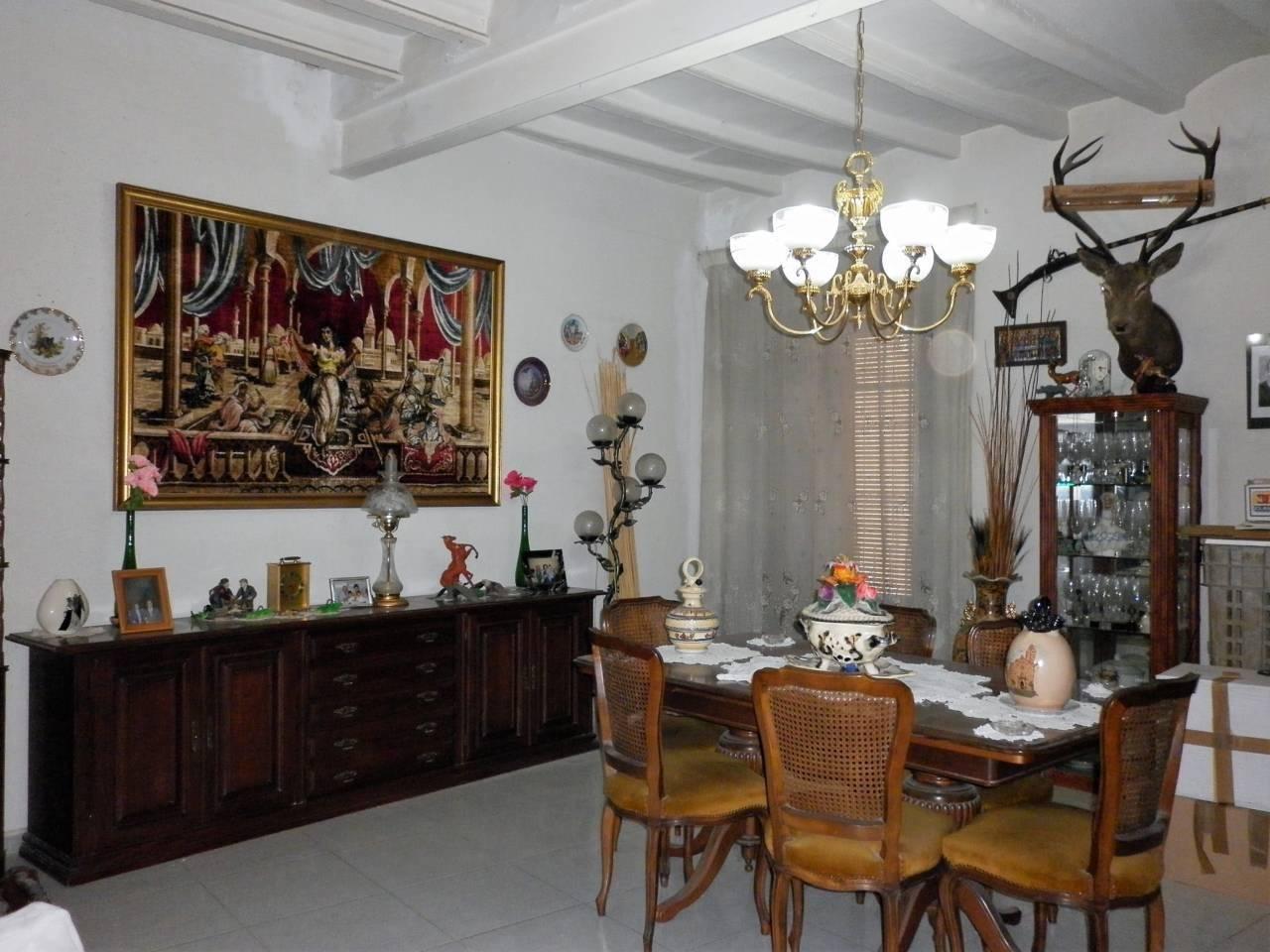 Casa  Calle angel. Superf. construida 470 m²,  3 habitaciones dobes,   2 baños, coc
