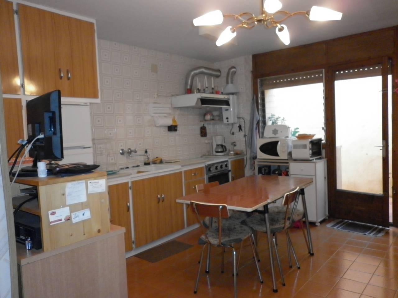 Casa  Calle jaume i. Casa adosada en venta, consta de 2 pisos independientes de 2 hab