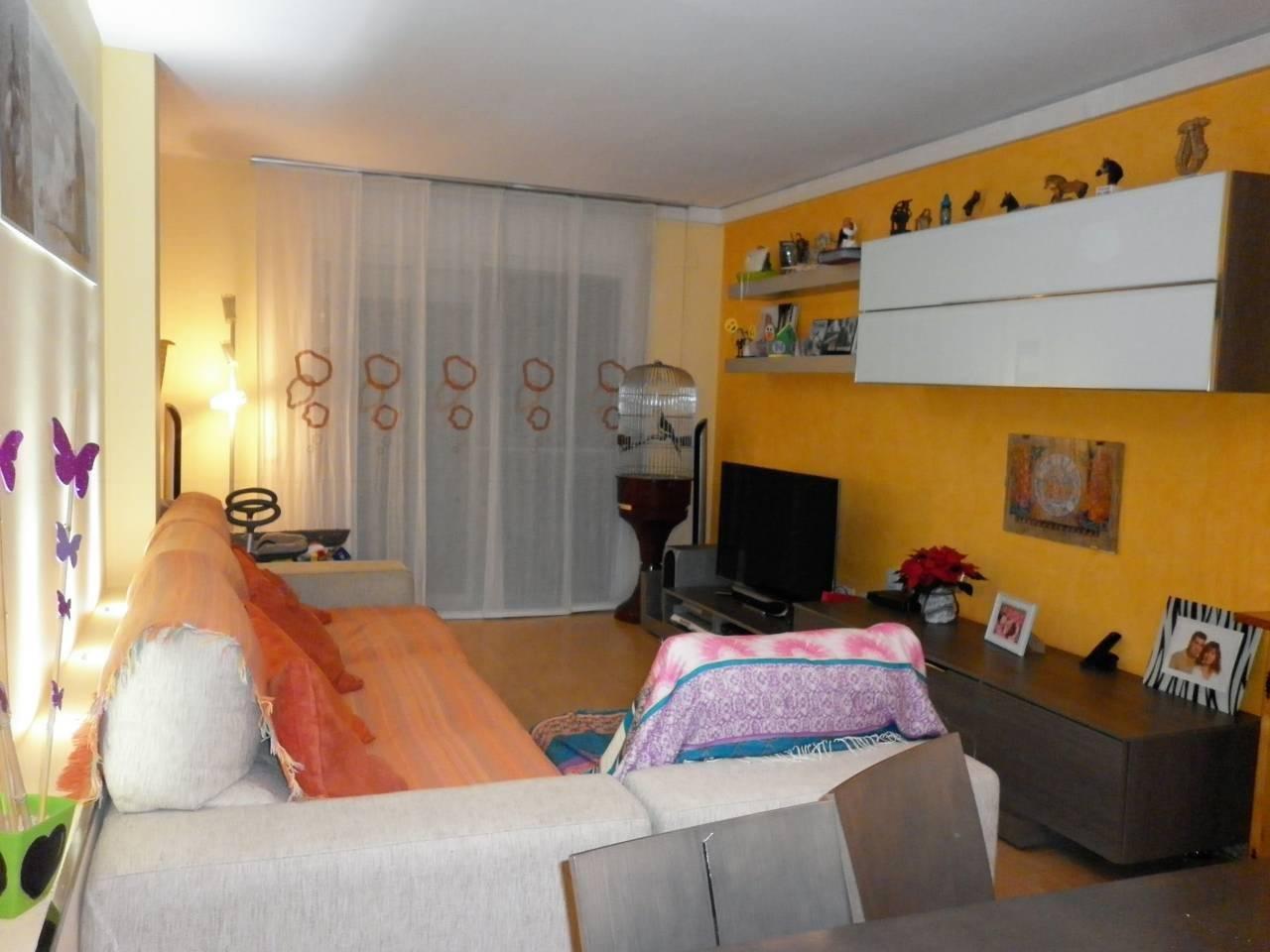 Appartement  Calle sant jordi. Superf. 70 m²,  2 habitaciones,  2 baños ducha y bañera,  traste