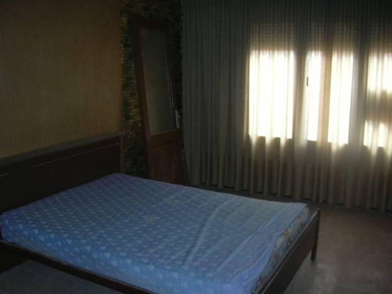 Casa  Calle canals. Superf. 120 m², 30 m² solar,  2 habitaciones dobles,  1 baño com