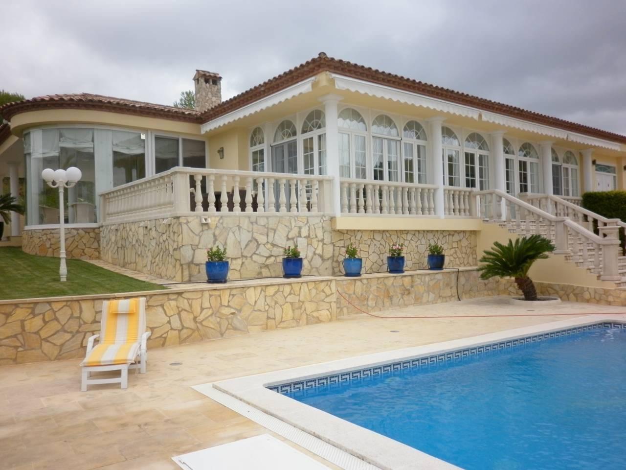 Casa  Salomó. Superf. 280 m², 1200 m² solar,  3 habitaciones ( 1 suite,  2 dob