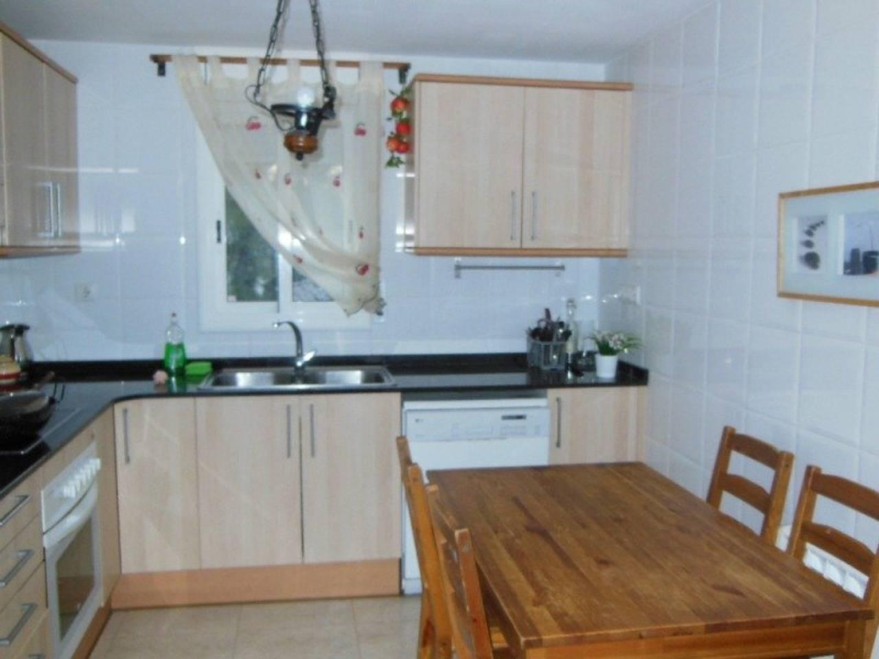 Casa  Calle joaquin rodrigo. Superf. 109.27 m² construidos,  3 habitaciones (1 tipo suite),