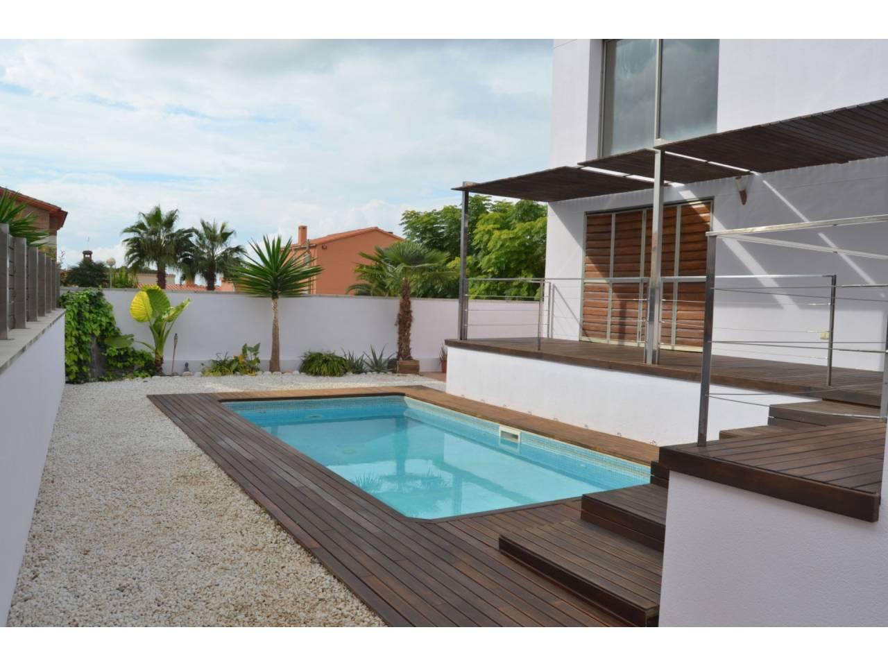 Casa  Puigpelat. 397m2 de parcela. chalet de diseño con última tecnología, ecolog