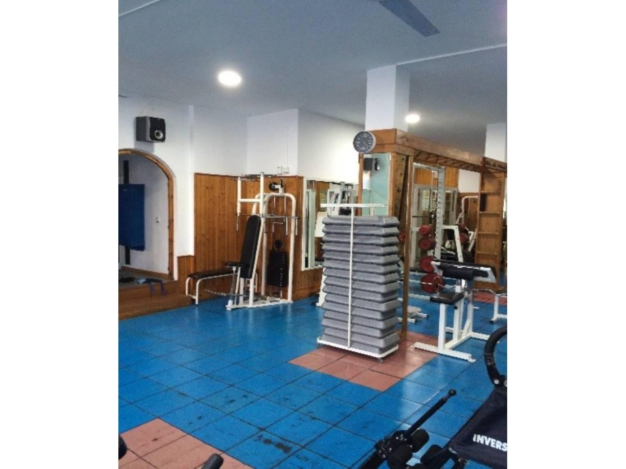Transfer Business premise  Calle bisbe palau. Superficie total 160 m², local superficie útil 150 m², estado co