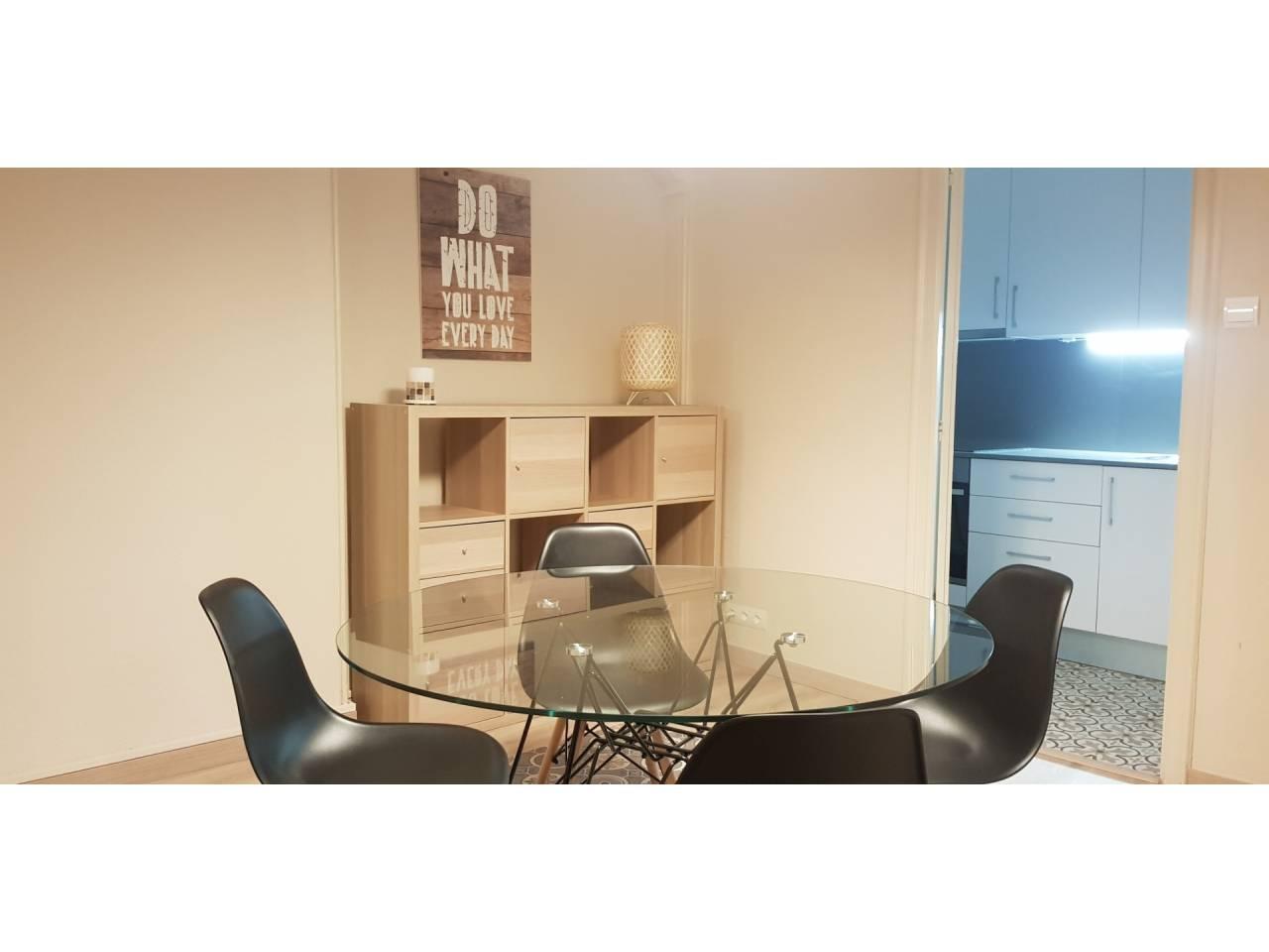 Alquiler Piso  Calle la cort. Altura piso 1º, piso superficie total 88 m², superficie útil 88