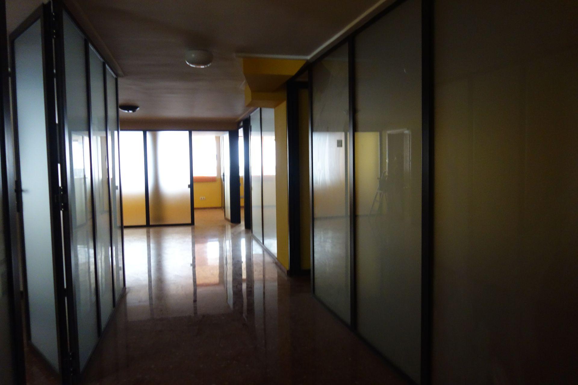 Alquiler Local Comercial en Sant Josep-Zona Hospital. Alquiler de local