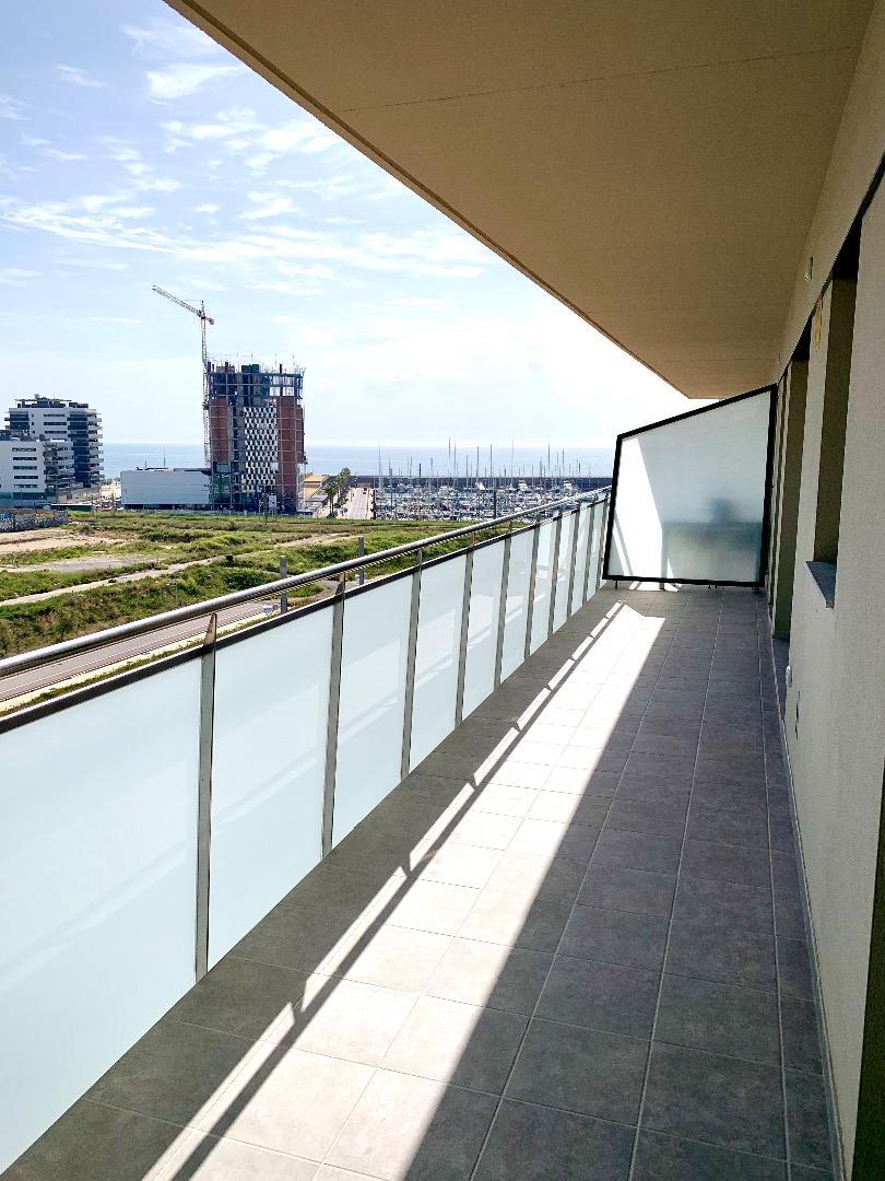 Lloguer Pis  Carrer de la indústria. Espectacular ático con gran terraza y enorme solarium en el cana