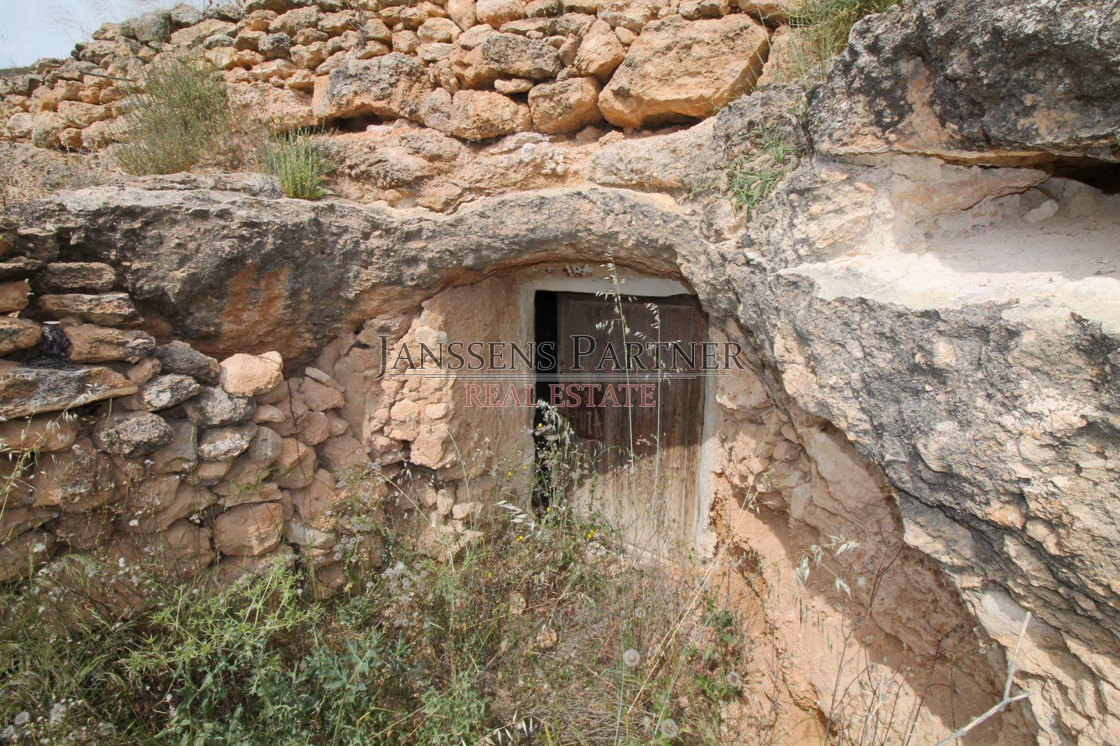 Solar urbà a Hondón de las Nieves. Terreno con casa cueva auténtica en Hondón de las Nieves