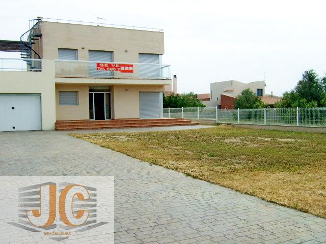 Alquiler Casa  Urb. els pilans. Superf. 176 m², 805 m² solar,  3 habitaciones (3 dobles),  2 bañ