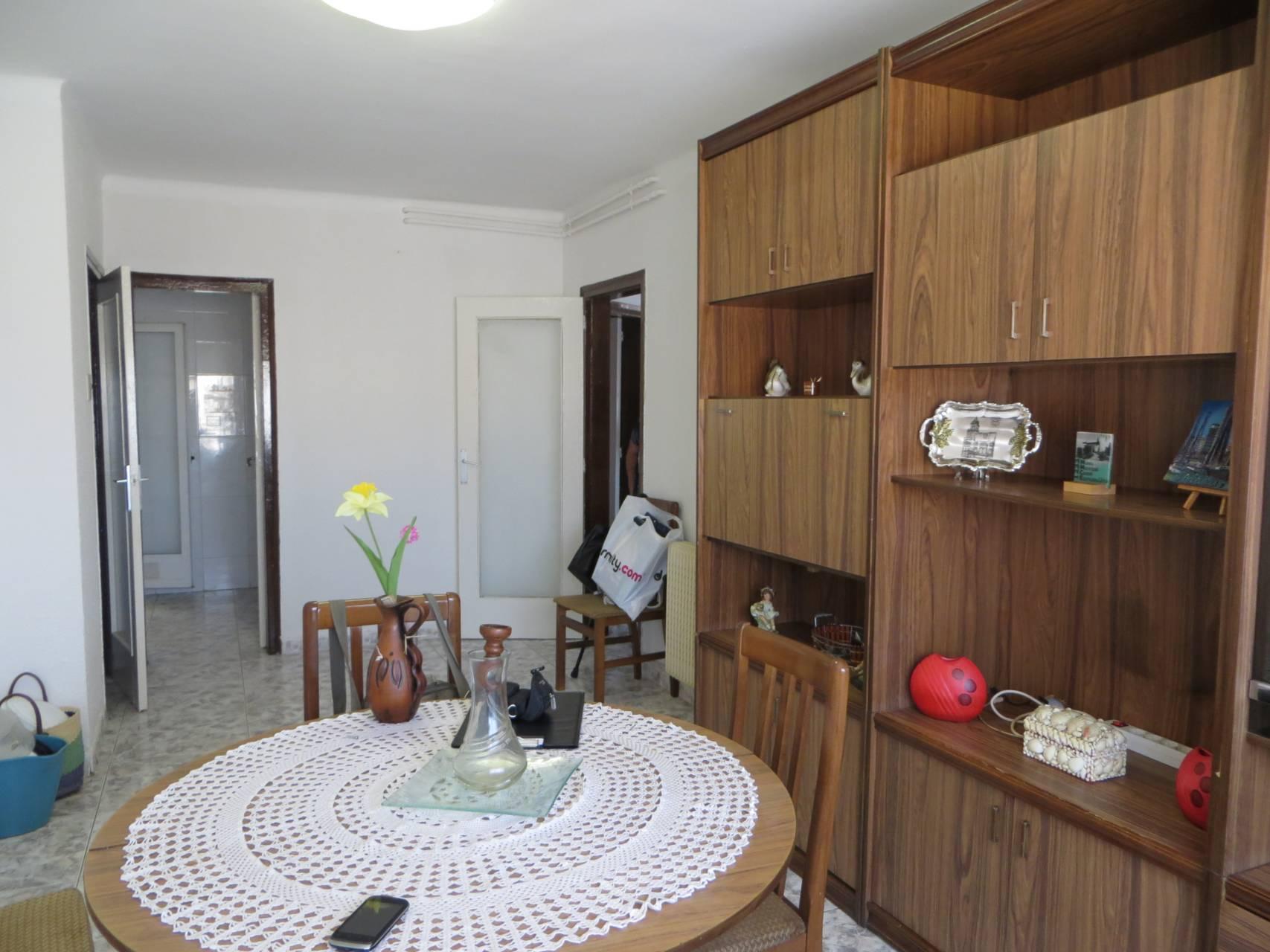 Piso  Norte. Sup. 65 m²,  3 habitaciones (2 dobles,  1 ind.),  1 baño, cocina