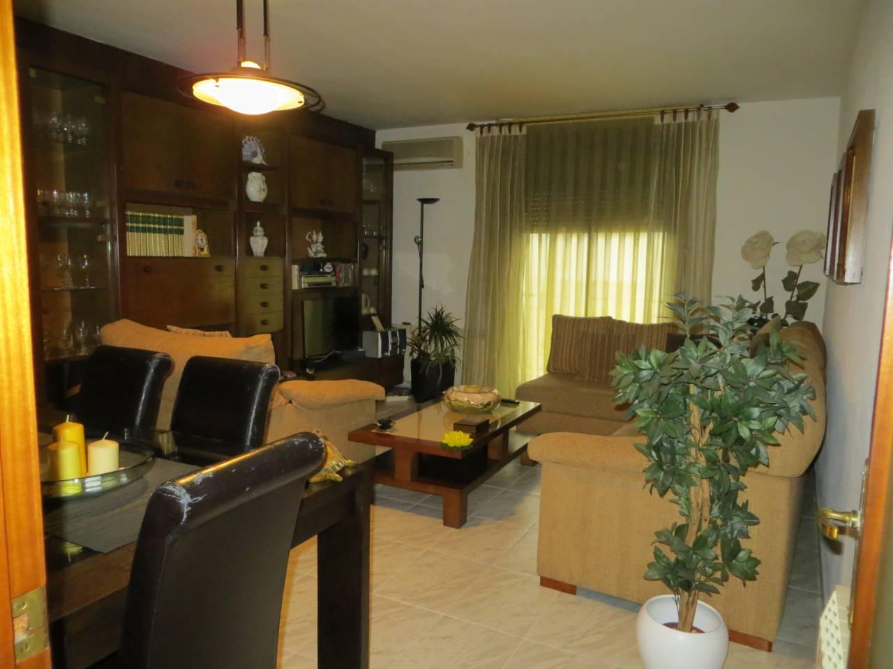 Piso  Avda.estatut. Sup. 90 m²,  3 habitaciones (2 dobles,  1 ind.),  1 baño, cocina